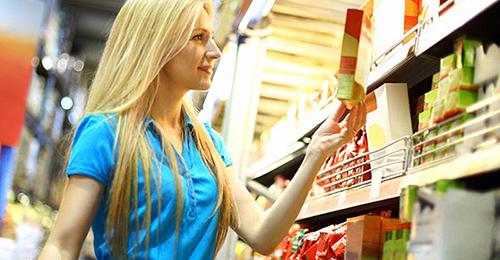 Woman-In-Supermarket-Looking-At-Food-Package_BLOG